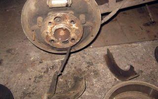 Замена задних тормозных колодок ваз 2107: какие лучше, как развести и одеть пружину, инструкции с фото и видео