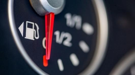 Почему нельзя заправлять полный бак бензина - реальные опасности и мифы