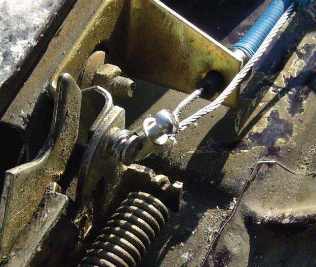 Как открыть капот ВАЗ 2107: регулировка замка, замена тросика, установка воздухозаборника, инструкции с фото и видео