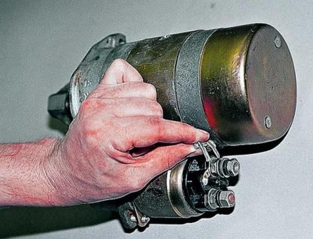 Как снять, проверить стартер ВАЗ 2106, ремонт своими руками, почему щелкает и не крутит, замена реле, инструкции с видео и фото
