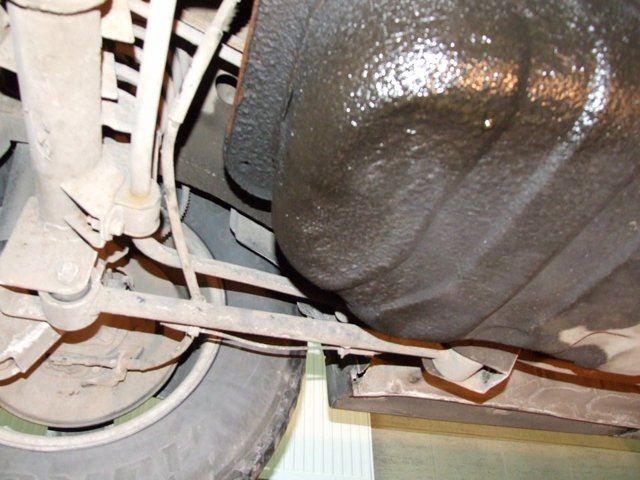 Запах бензина в салоне и из выхлопной трубы: причины, как избавиться