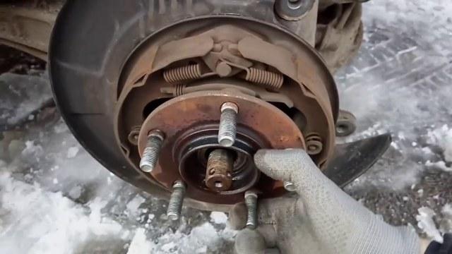 Передняя и задняя ступица ВАЗ 2107: ремонт, замена подшипника, инструкции с фото и видео