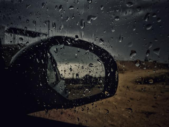 Как ехать в дождь без дворников: лайфхаки и секреты для езды в случае поломки
