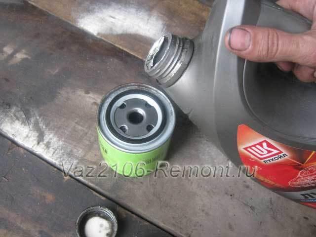 Замена масла в двигателе ВАЗ 2106: какой масляный фильтр лучше, чем промыть систему, инструкции с фото и видео