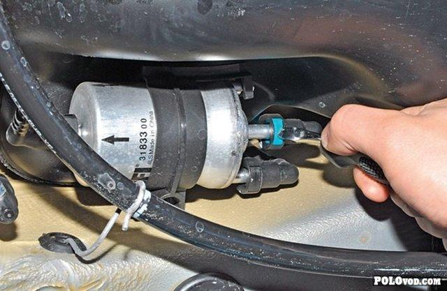 Замена топливного фильтра фольксвагена Поло седан своими руками, видео, когда надо менять