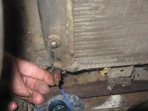Замена охлаждающей жидкости ваз 2107: чем промыть систему, как слить и залить тосол, фото и видео