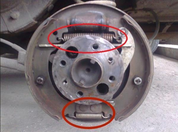 Замена передних тормозных колодок на ваз 2107: какие лучше, как свести и поменять