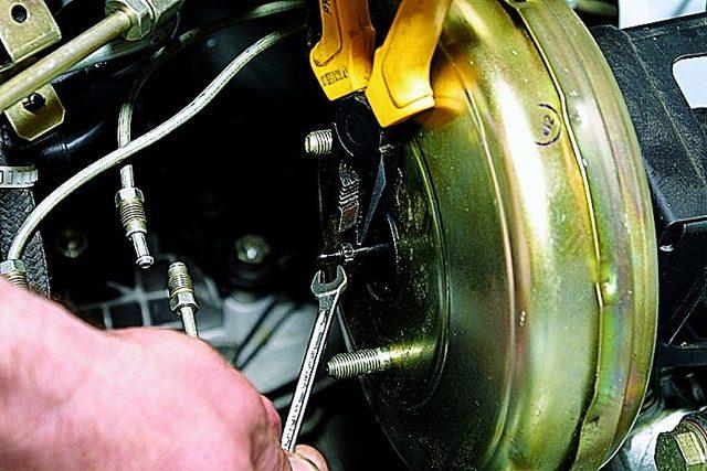 Вакуумный усилитель тормозов ваз 2107: проверка, регулировка и замена, инструкции с фото и видео