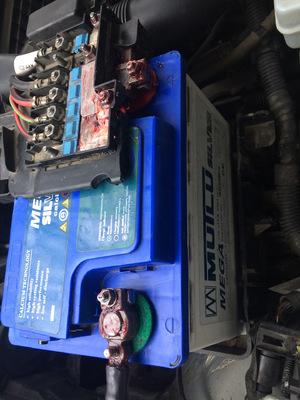 Аккумулятор для фольксваген Поло седан, хэтчбек - как снять с авто, какой выбрать, видео