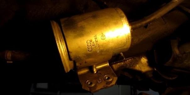 Как заменить топливный фильтр фольксвагена Пассат б3 своими руками, видео