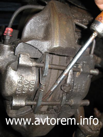 Замена передних и задних тормозных колодок ваз 2106: какие лучше, как поменять, инструкции с фото и видео