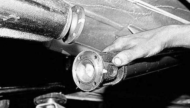 Замена крестовины карданного вала ВАЗ 2107: как снять, поменять, какие лучше поставить, инструкции с фото и видео