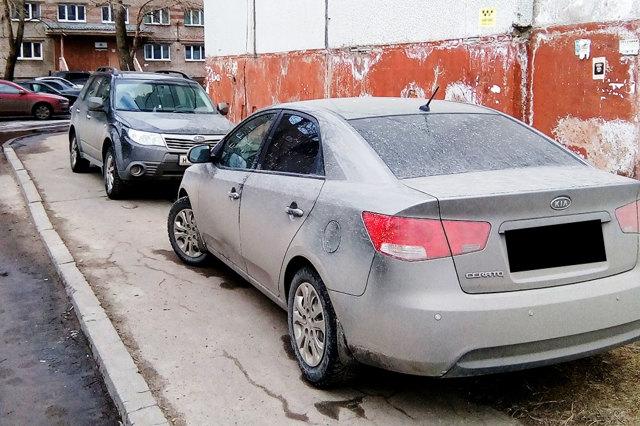 Подборка фото как пешеходы наказали за парковку водителей