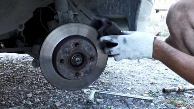 Передняя и задняя ступица ВАЗ 2106, замена суппорта и ступичного подшипника, инструкции с фото и видео