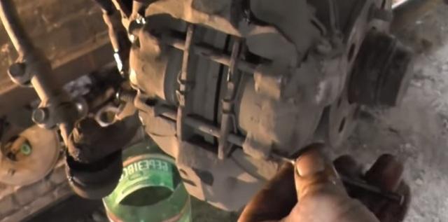 Суппорт ВАЗ 2107: устройство, ремонт, как снять, почему клинит, инструкции с фото и видео