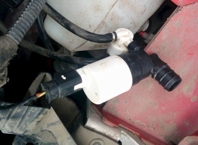 Где находятся и почему не работают дворники на ваз 2107: замена бачка омывателя и реле, инструкции