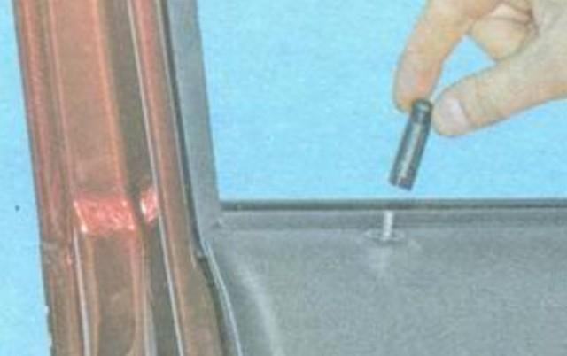 Как снять обшивку передней двери на Гранте и задней